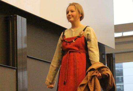 Vikingekvinde roed kjole dame