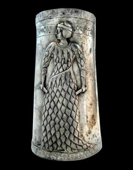 W453 124060 elmaite 2vase en argent provenant de marv dasht iran 3e millenaire av j c avec ecriture en elamite lineaire